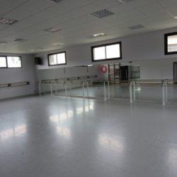 Salle de danse avec miroir